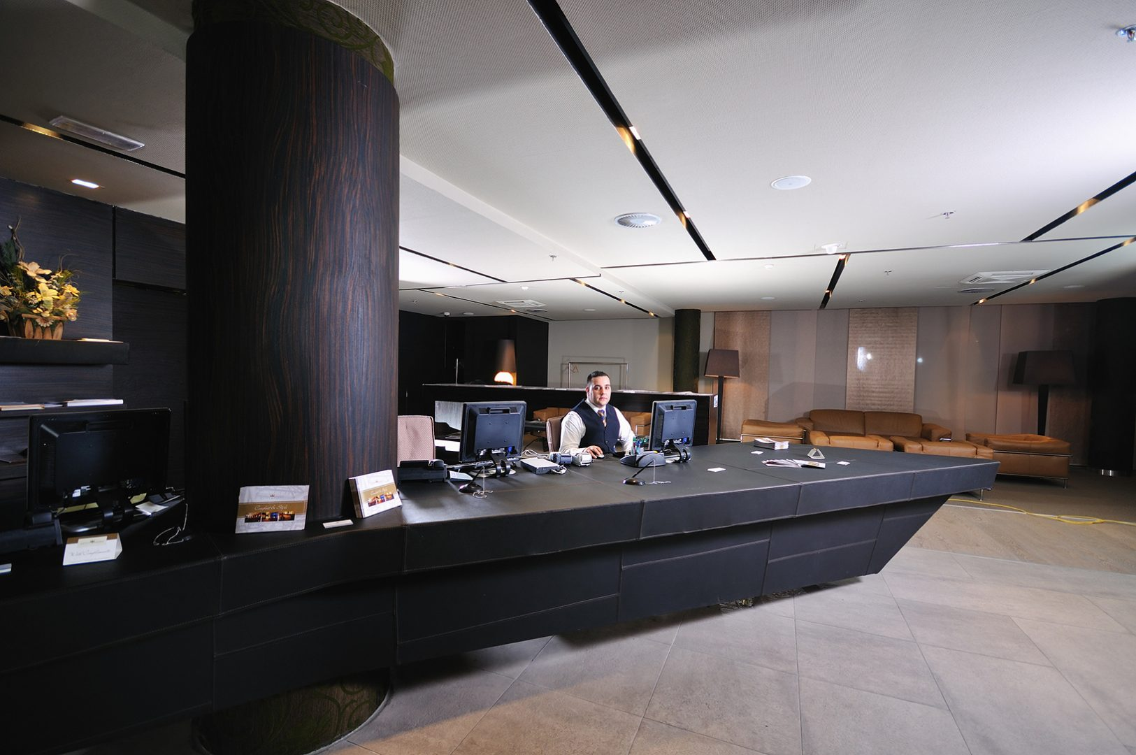 Hotel Lobby Graphics & Signage Are Critical To Your Guests